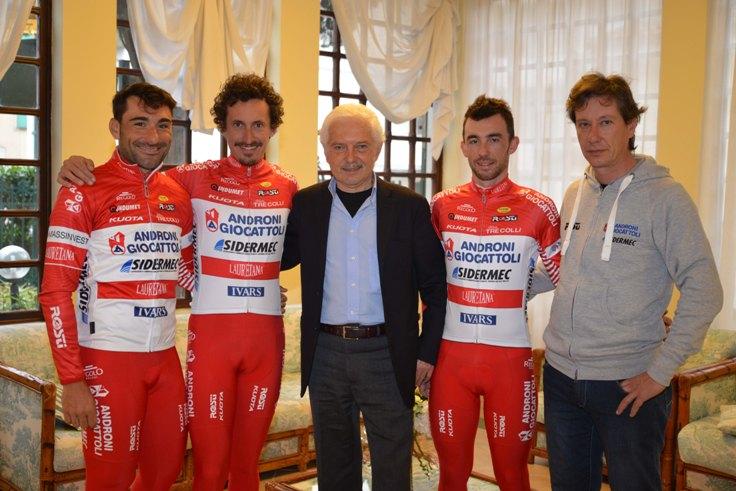 da sinistra: Francesco Chicchi, Franco Pellizotti, Gianni Savio, Francesco Gavazzi e Giovanni Ellena