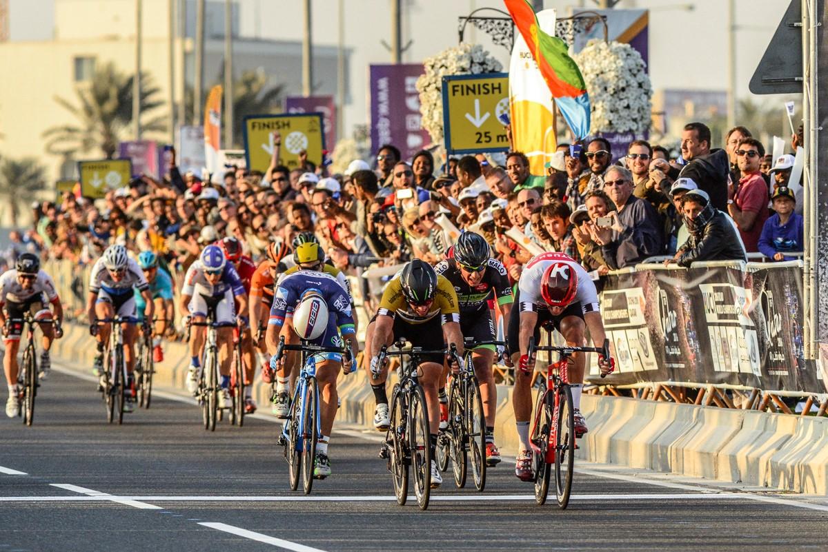 Kristoff (Katusha) batte Cavendish (Dimension Data) in volata. Terza vittoria per il norvesese al Tour of Qatar 2016