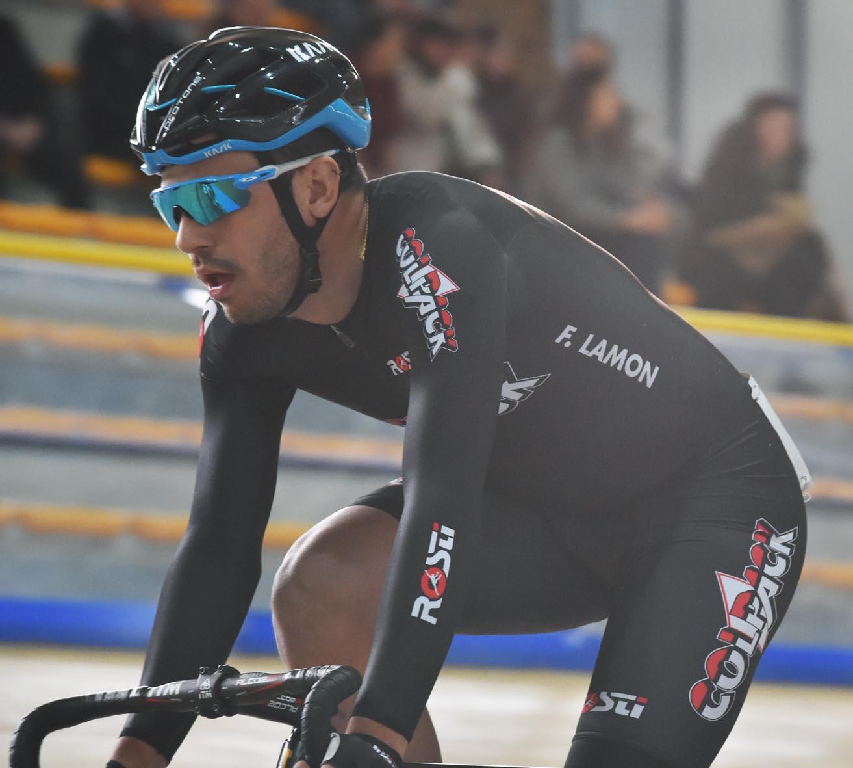 Francesco Lamon del Team Colpack in azione in pista