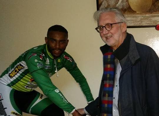 Amine Galdoune con il presidente dell'UCI Brian Cookson