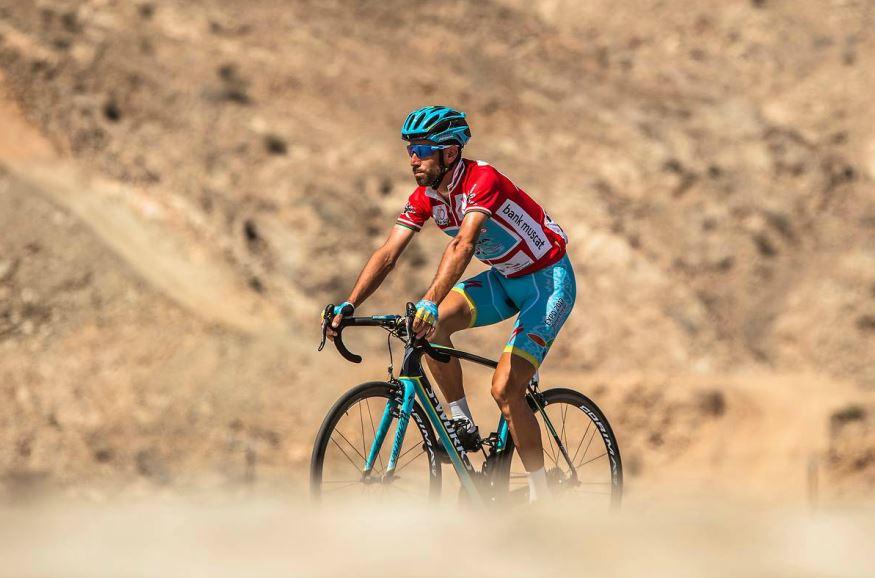 Vinenzo Nibali (Astana) con la maglia rossa di leader del Tour of Oman