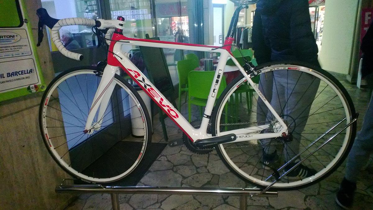 La bicicletta Axevo in dotazione al team