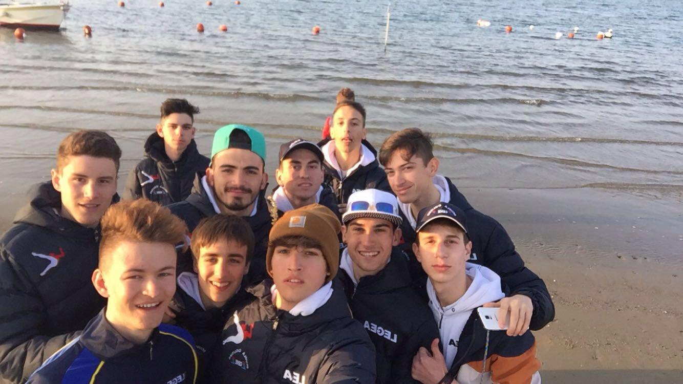 Selfie dei ragazzi in riva al mare