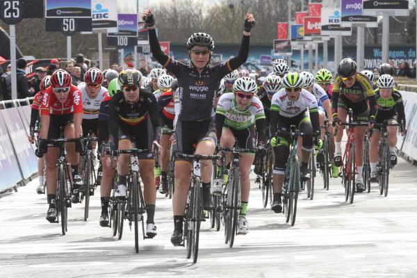 Pieters della Wiggle High5 Pro Cycling vince per il terzo anno consecutivo la Dwars door Vlaanderen