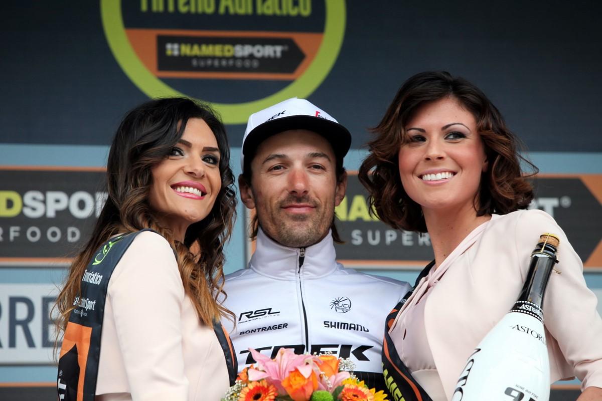 Fabian Cancellara (Trek-Segafredo) festeggiato sul podio