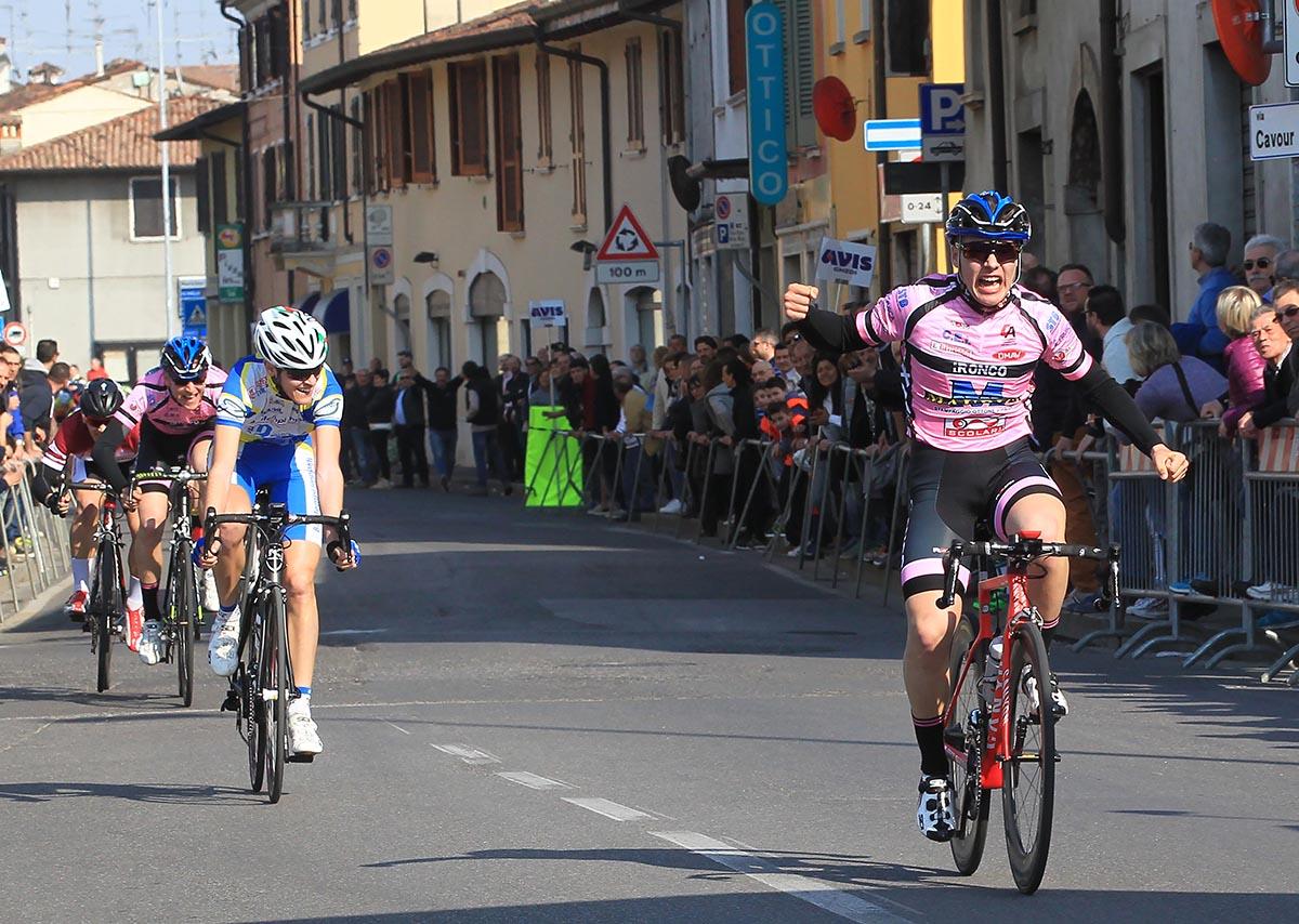 Tomas Trainini vince allo sprint a Ghedi la prima gara da Allievo