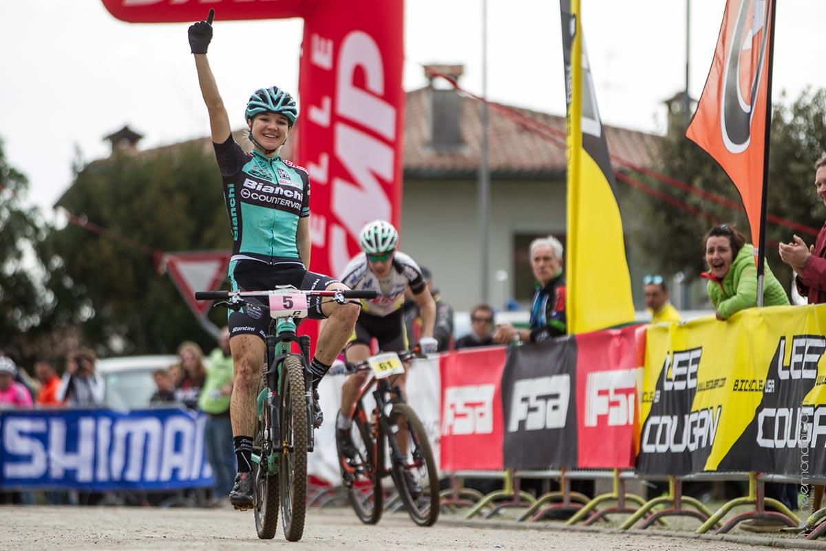 L'arrivo di Chiara Teocchi, vincitrice tra le Donne Elite
