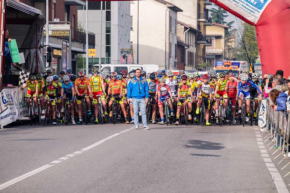 Atleti schierati alla partenza a Seriate