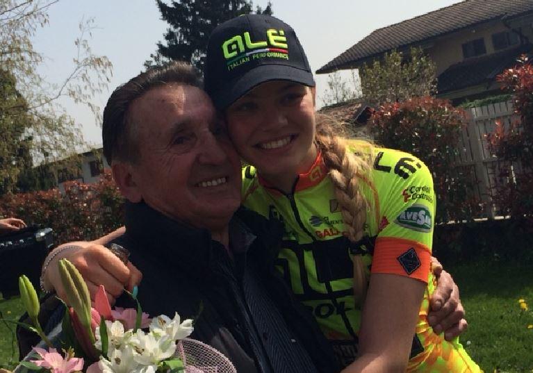 La vincitrice Martina Alzini festeggiata da nonno Mario
