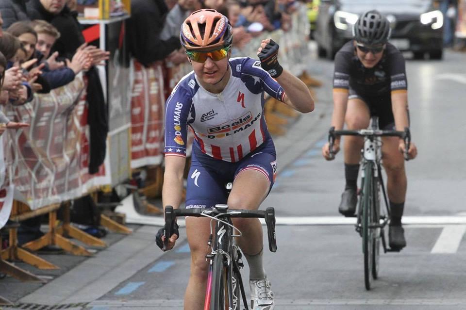 La campionessa americana Megan Guarnier della Boels-Dolmans vince la Durango-Durango Emakumeen Saria battento l'italiana Elisa Longo Borghini.