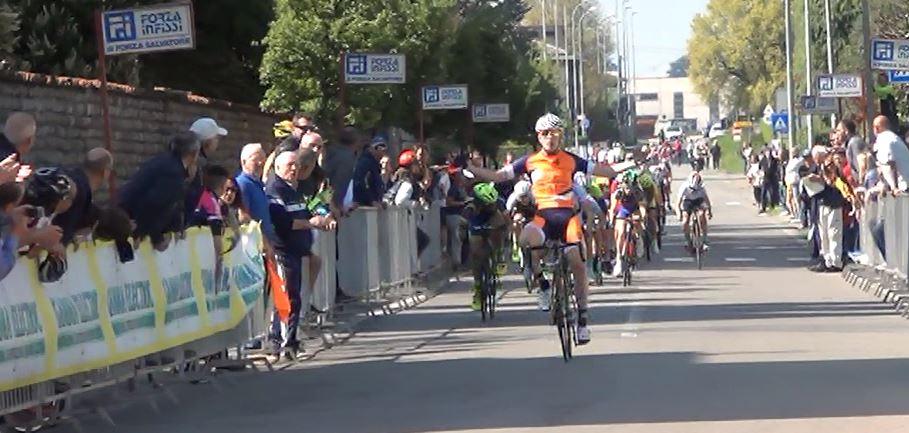 La vittoria di Giorgio Cometti (Romanese) tra gli Esordienti 2° anno a Ponte San Pietro