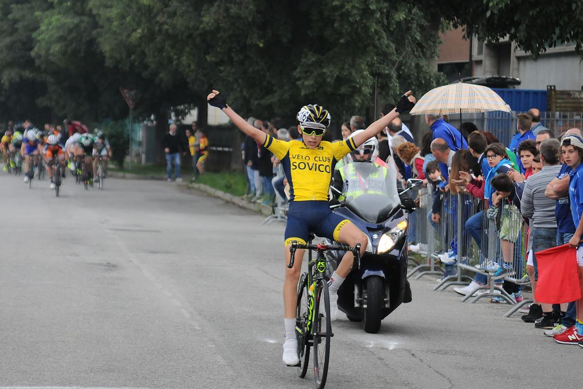 Luca Buttini vince la gara Esordienti 2° anno di Almenno S. Bartolomeo