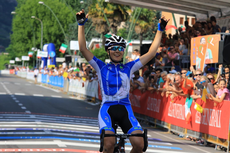 L'arrivo trionfale di Elena Cecchini (Foto Ghilardi)