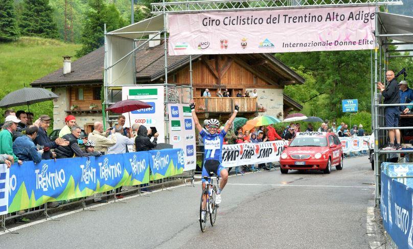 La vittoria della campionessa d'Europa Katarzyna Niewiadoma apre il Giro del Trentino Femminile
