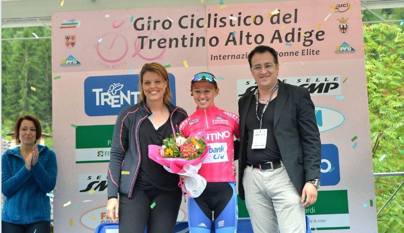 La polacca Katarzyna Niewiadoma leader del Giro del Trentino Femminile