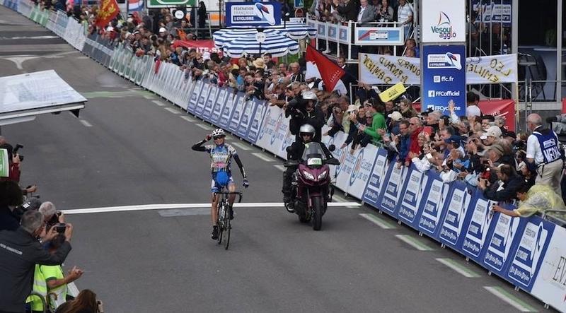 L'arrivo solitario di Edwige Pitel al Campionato Francese su strada