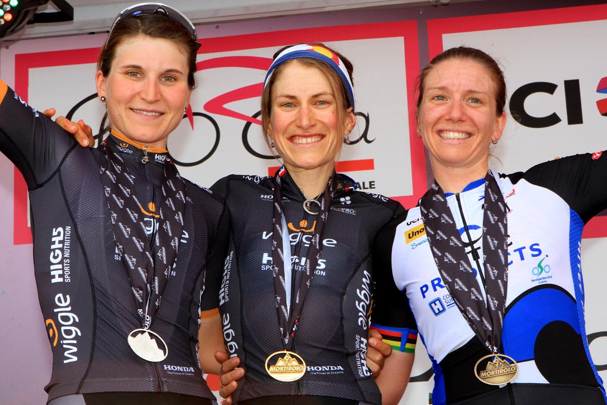 Il podio della quinta tappa del Giro Rosa (foto F. Ossola)