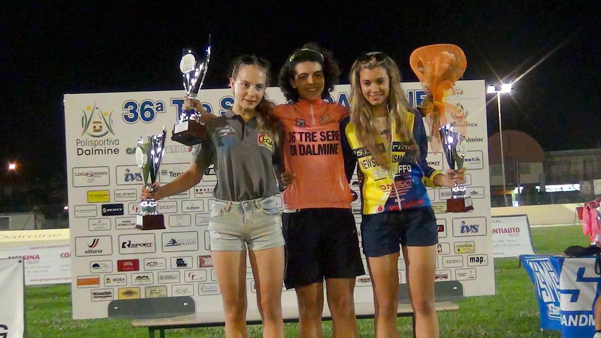 Il podio Donne Esordienti della 3 Sere di Dalmine con la vincitrice Aurora Mantovani (Busto Garolfo)