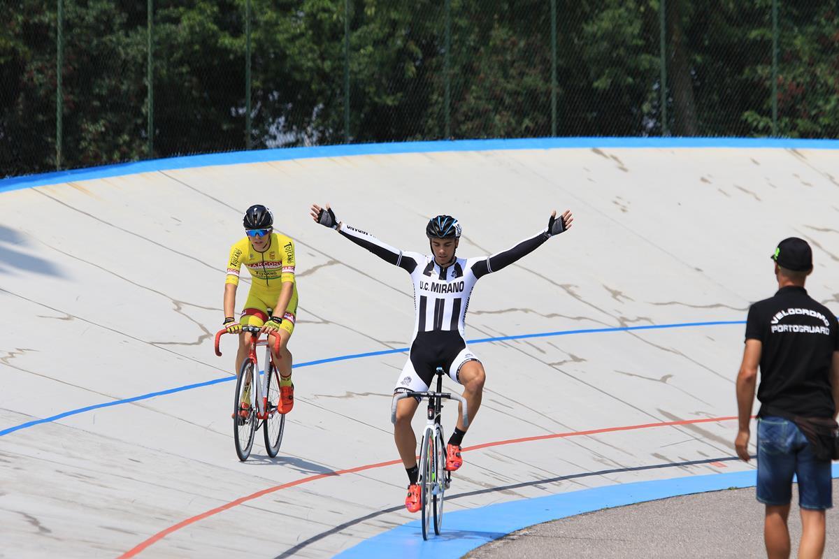 Davide Boscaro festeggia la vittoria