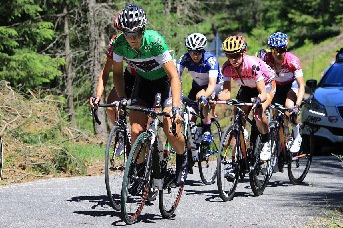 La maglia verde Elisa Longo Borghini guida il gruppo delle inseguitrici