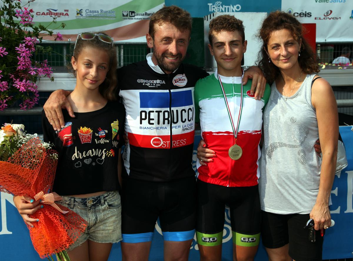 Il campione italiano Mattia Petrucci con i genitori e la sorella Alice