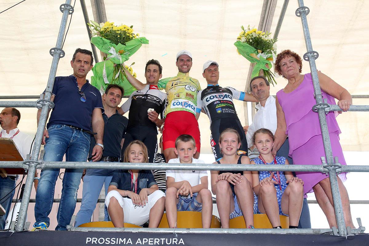 Il podio finale con la famiglia Fumagalli