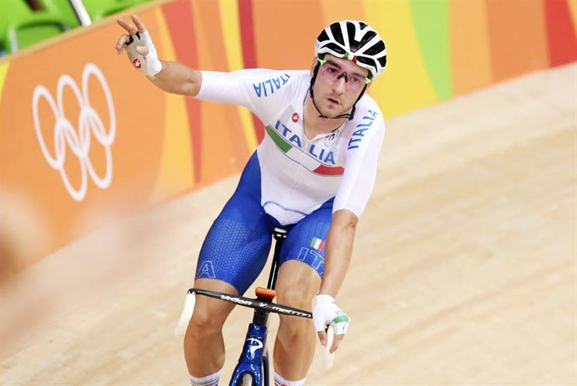 Elia Viviani esulta al velodromo olimpico di Rio