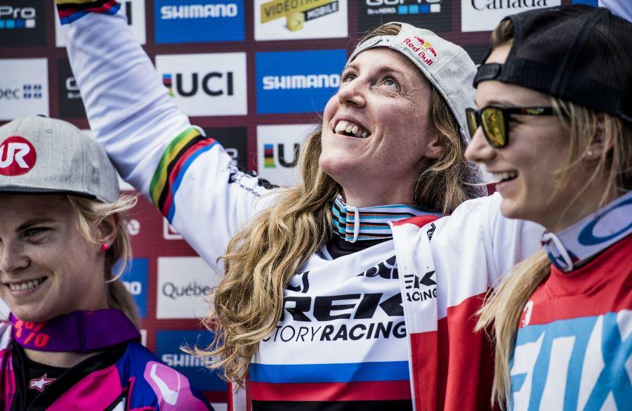 Rachel Atherton festeggia un'altra vittoria in Coppa