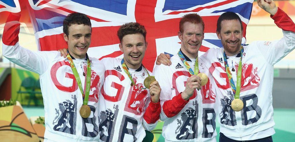 Festa della Gran Bretagna che si conferma campionessa olimpica dell'Inseguimento a squadre