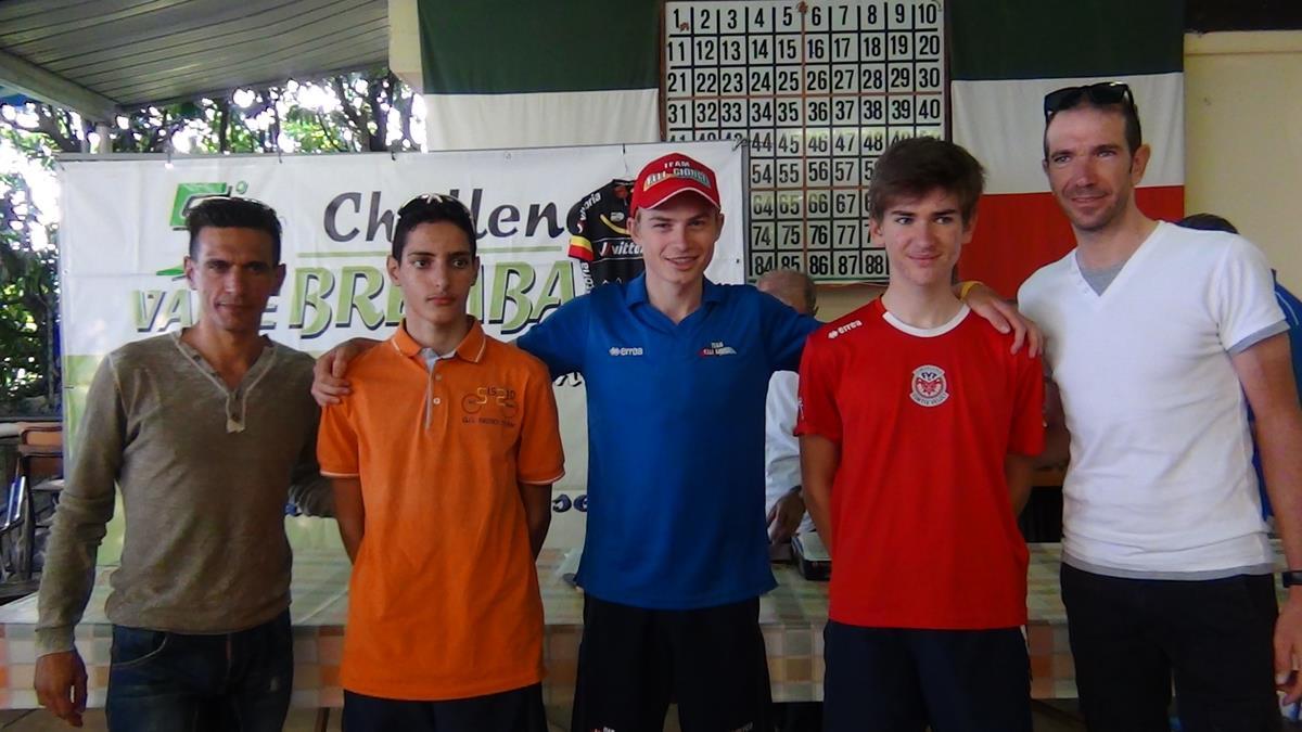 Il podio della Cronoscalata Almenno-Albenza con i professionisti Alessandro Vanotti e Paolo Tiralongo