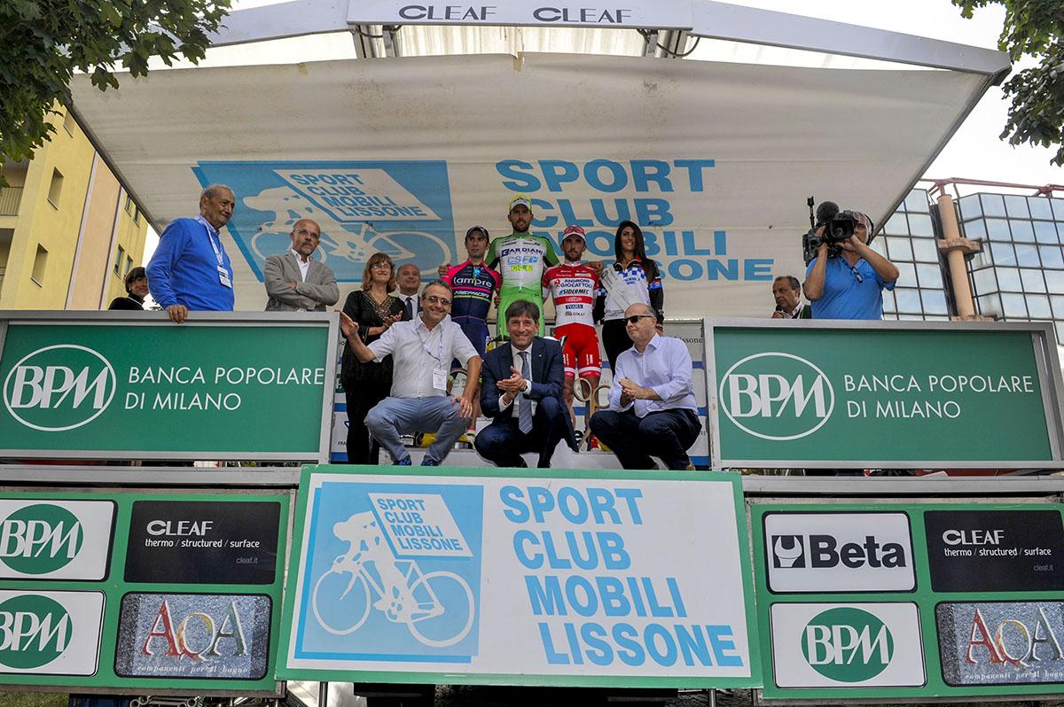Il podio della Coppa Agostoni 2016 con le autorità