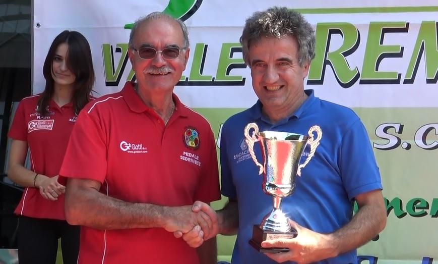 Giuseppe Gotti premia l'Uc Vallecamonica