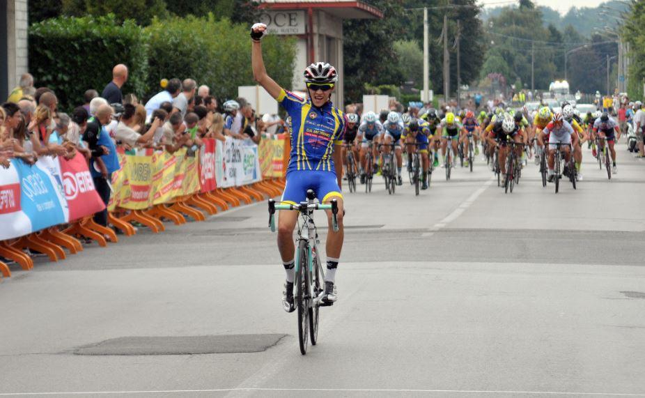 Simone debenedetti finisseur a cabiate bicitv ciclismo for Bellotti ezio arredamenti cabiate