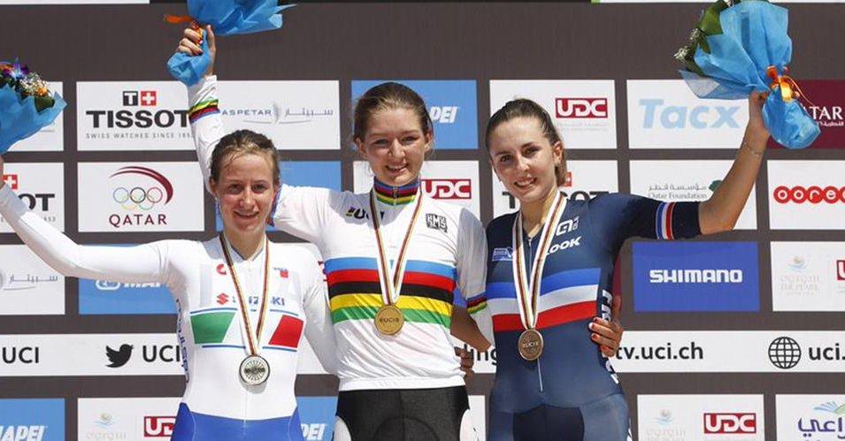 Il vincitore Michael Bresciani festeggiato da Silvio Pezzotta e Maura Macchi