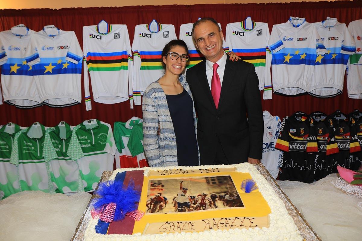 La campionessa del mondo Elisa Balsamo con il presidente della Valcar-PBM Valentino Villa