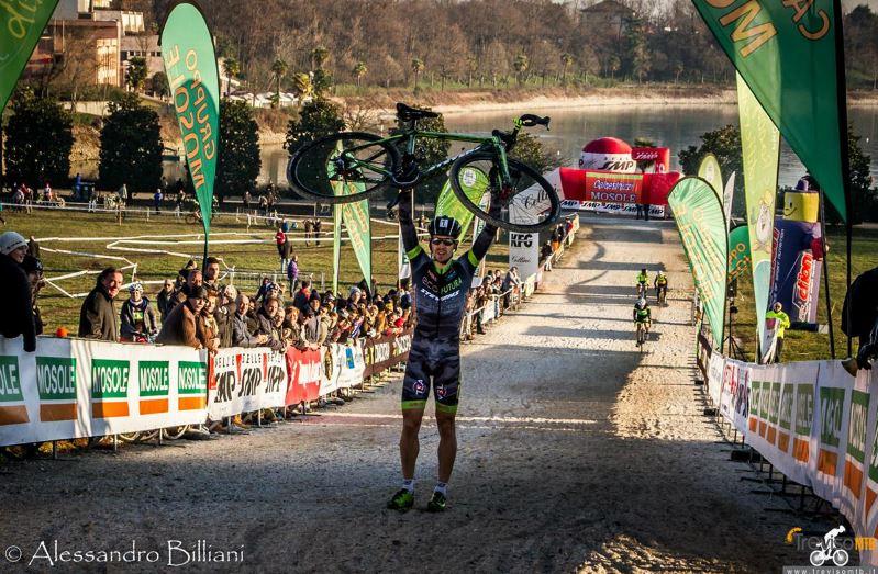 Cristian Cominelli vince il Ciclocross delle Badie di Spresiano