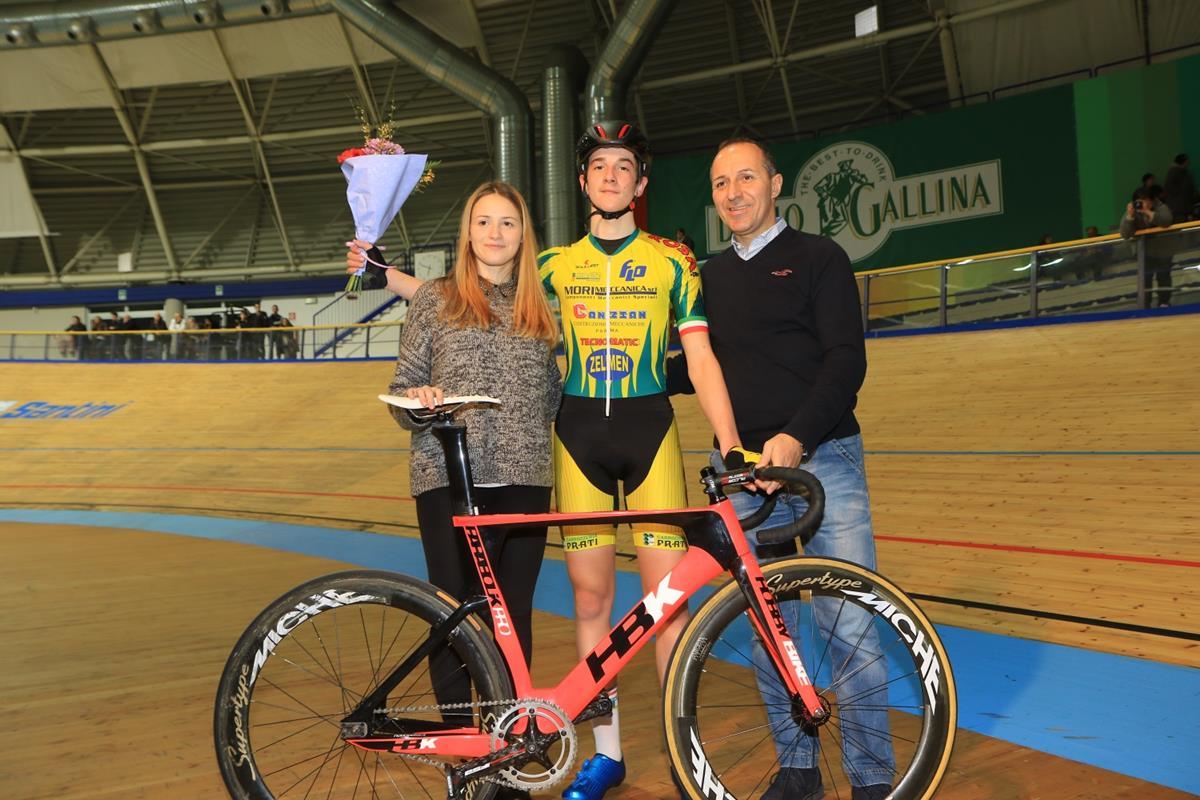 Mattia Pinazzi vince la Corsa a punti Allievi