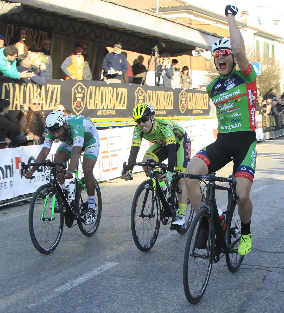 La vittoria di Damiano Cima a San Bernardino di Lugo (foto Rodella)