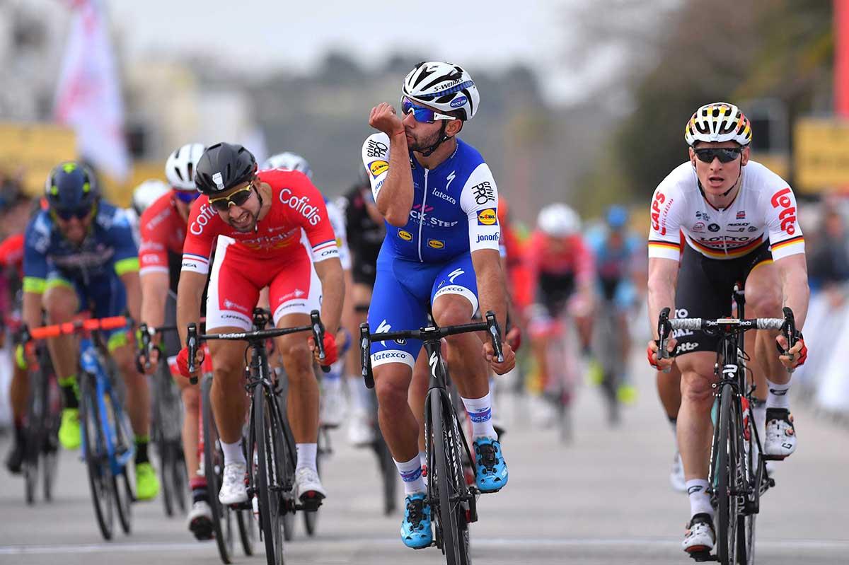 Fernando Gaviria vince la prima tappa della Volta ao Algarve (foto Tim De Waele)