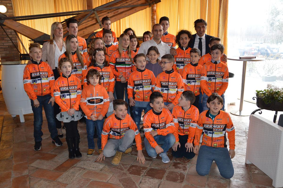 Il gruppo del Team Bramati con Davide Bramati