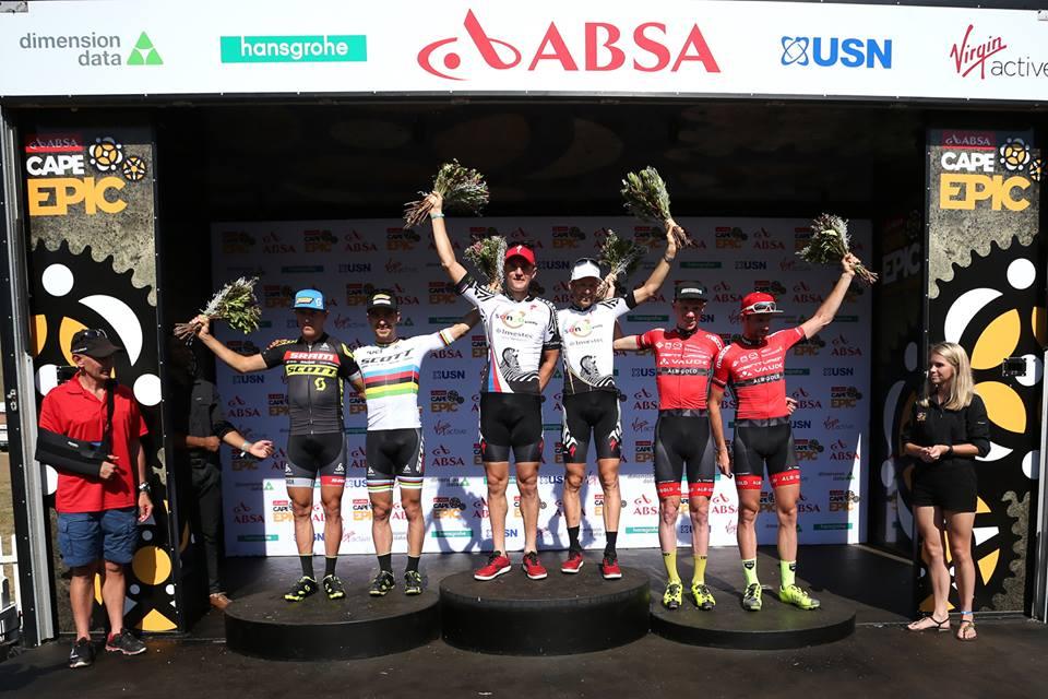 Il podio di giornata alla Cape Epic con la vittoria di Sauser e Kulhavy