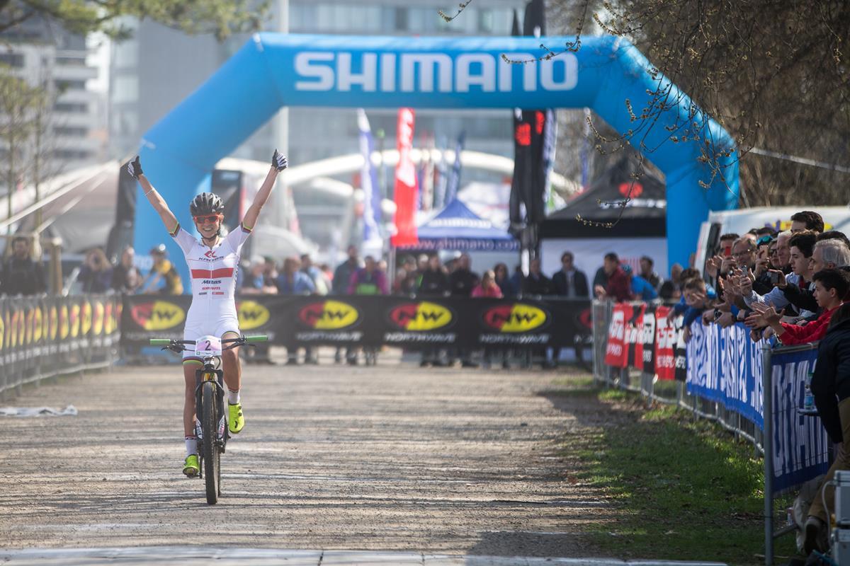 Maja Wloszczowska vince la gara Donne Elite a La Montagnetta di Milano