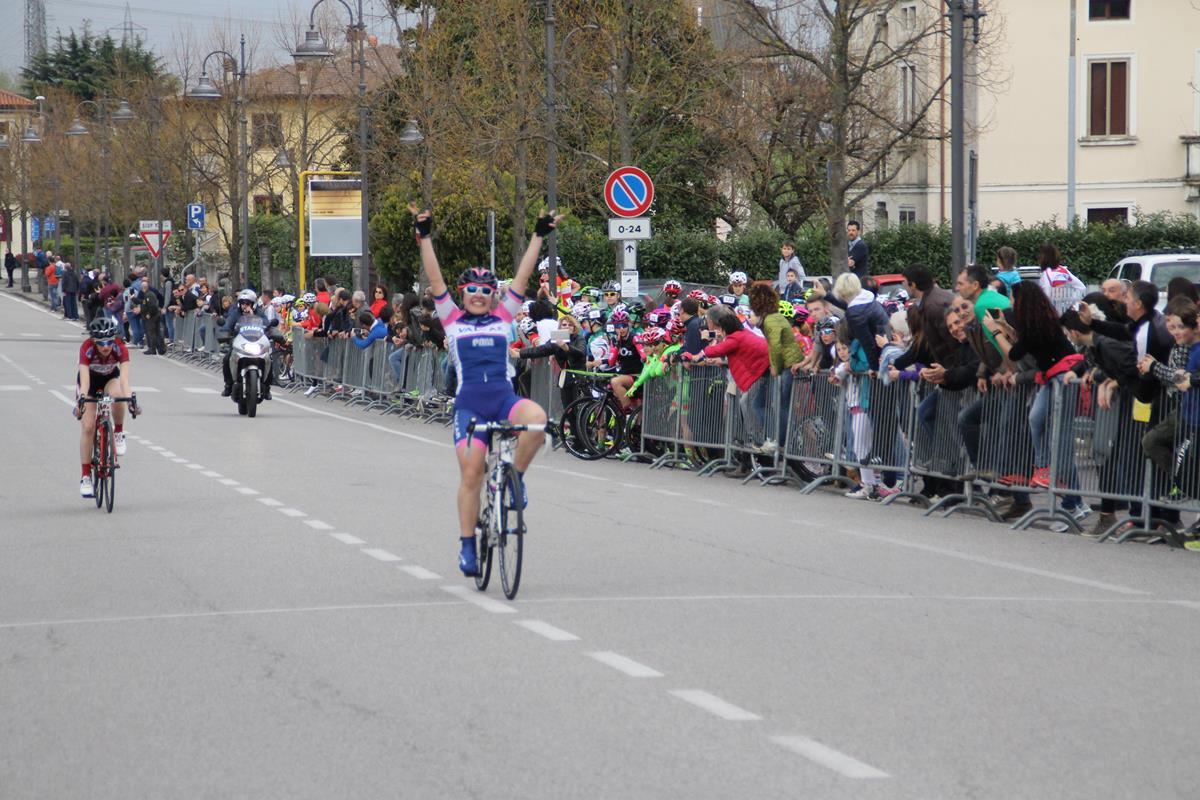 Emma Redaelli vince la gara Donne Esordienti di Montecchio Precalcino