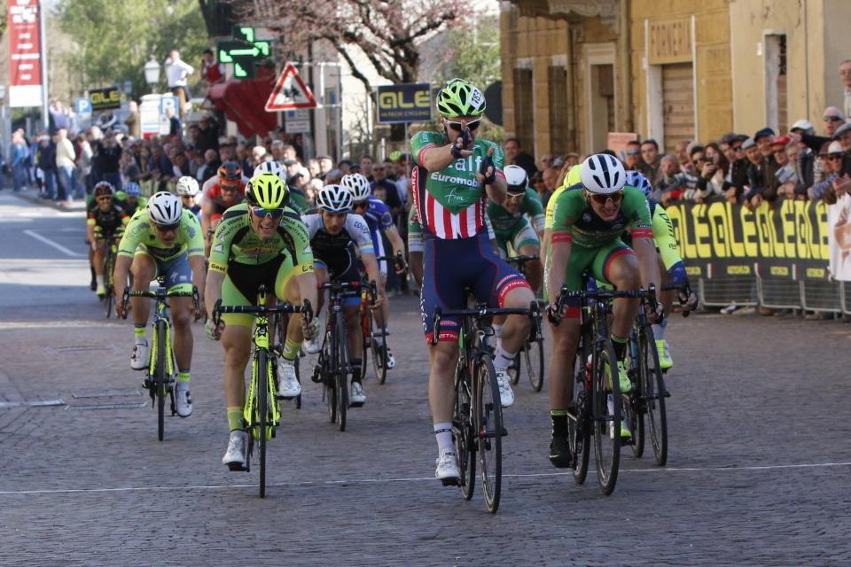 Prima vittoria tra i dilettanti per Moreno Marchetti a Ceresara (foto Photobicicailotto)