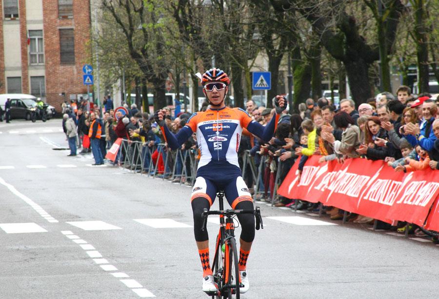 Andrea Piccolo vince la Varese-Angera 2017 (foto Berry)