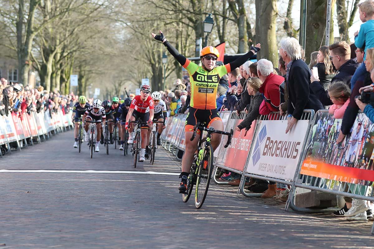 Chloe Hosking vince la Drentse Acht van Westerveld