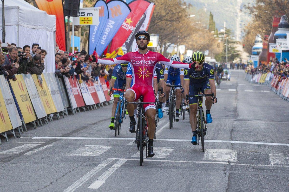 Nacer Bouhanni vince la quarta tappa della Volta a Catalunya 2017