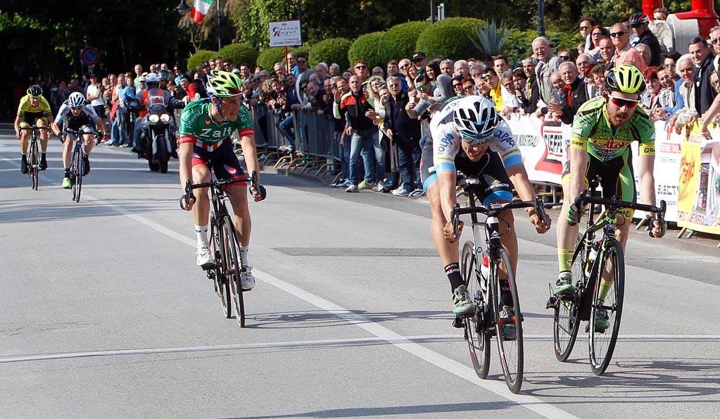 Volata vincente di Andrea Toniatti a Vittorio Veneto