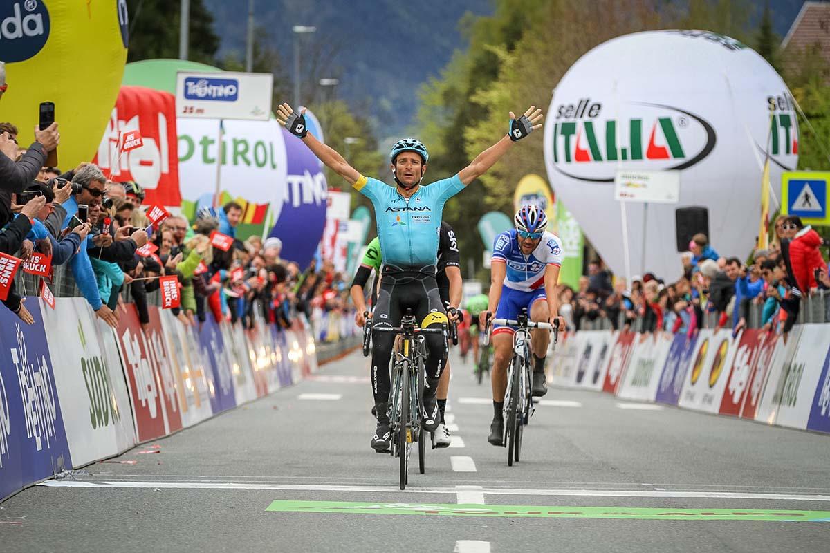 L'arrivo di Michele Scarponi (Astana) a Innsbruck (foto Joseph Vaishar)
