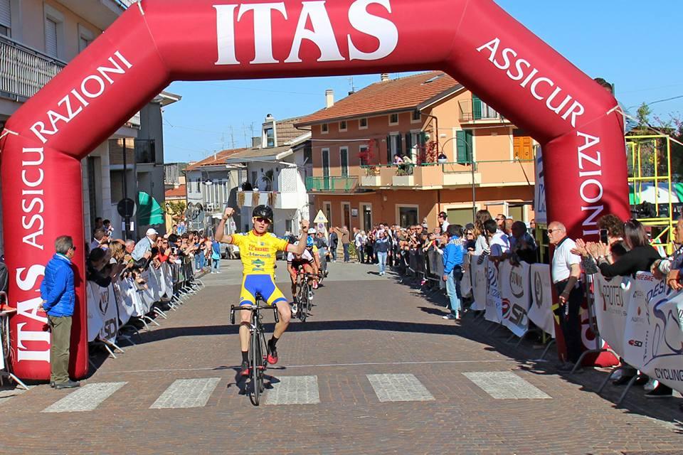 Gianmarco Garofoli vince il Trofeo Addesi Cycling a Miglianico